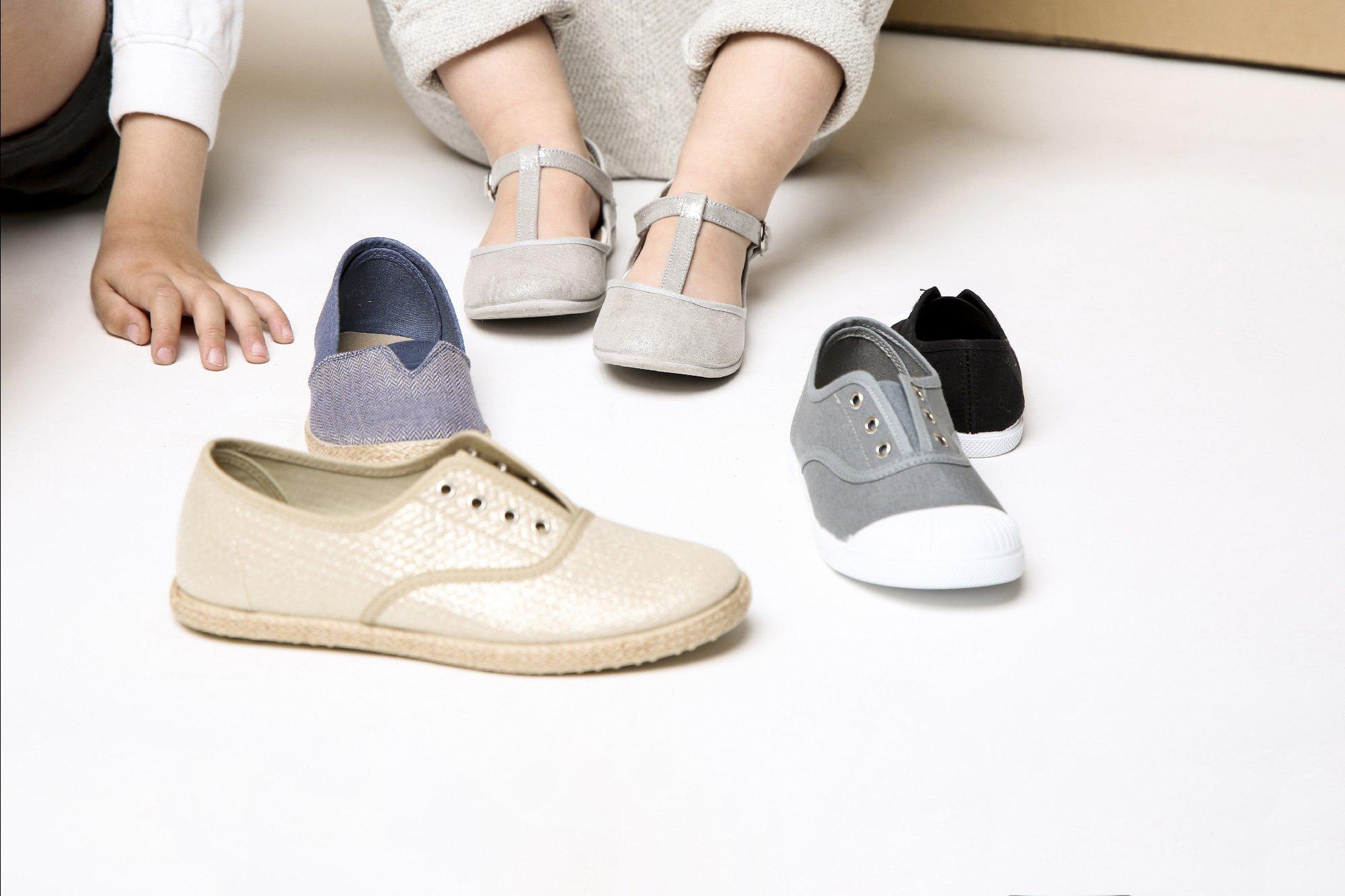 3 zapatos básico para niñas en verano
